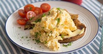 Spicy Scrambled Eggs - High Protein Breakfast