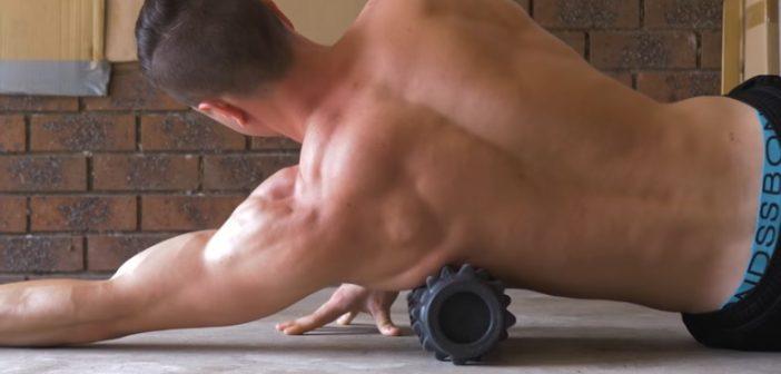 latissimus dorsi foam rolling exercise
