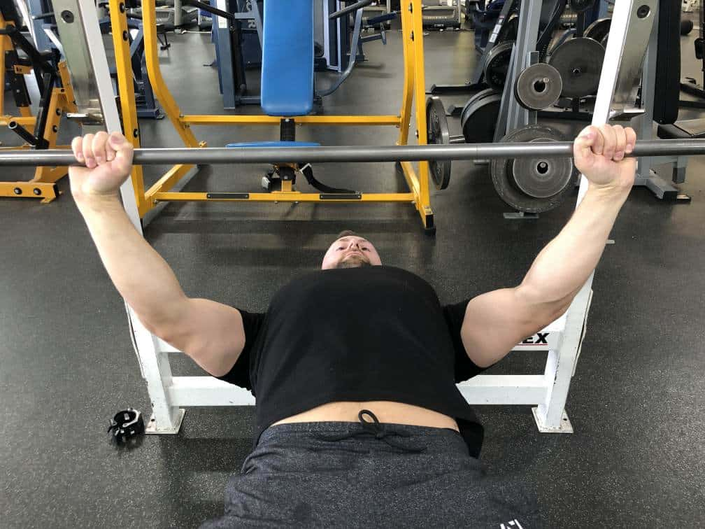 wide hand grip bench press risks and benefits