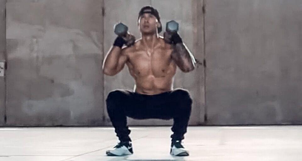 dumbbell shoulder squat technique